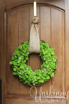 Isn't this GORGEOUS??  Love this simple and easy DIY Reindeer Moss Wreath!