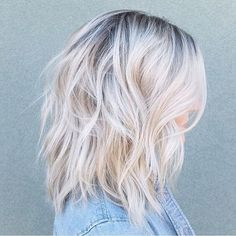 Are you going to balayage hair for the first time and know nothing about this technique? We've gathered everything you need to know about balayage, check! Icy Blonde, Balayage Hair Blonde, Ombre Hair, Short Platinum Blonde Hair, Balayage White, Platinum Blonde Hairstyles, Caramel Balayage, Silver Blonde, Shag Hairstyles