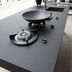 FENIX NTM kitchen worktop very versatile. Nano-tech Matt Material for interiors. Completely recyclable and high resistance to scratches and impact. Made in Italy