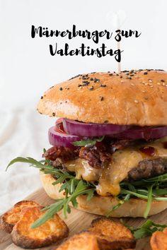Selbstgemachte Burger sind das perfekte Gericht für den Valentinstag! Denn welcher Mann liebt keinen saftigen Burger mit Bacon und Käse?!
