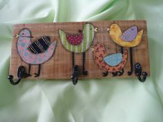 fabic birds on a coat rack Barn Wood Crafts, Rustic Crafts, Fabric Painting, Painting On Wood, Woodworking Inspiration, Paper Crafts, Diy Crafts, Country Paintings, Wood Toys