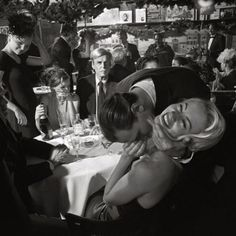Photo by Larry Fink, George Plimpton at Elaine's, NYC, January 1999 © Larry Fink George Plimpton, Comics Vintage, Black And White Couples, Photographie Portrait Inspiration, The Love Club, Foto Fashion, Dark Fashion, Grunge Fashion, Fashion Beauty