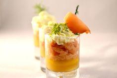 Réveillez vos papilles avec les verrines en commençant par cette verrine saumon et pommes. La saveur festive du saumon aura toute sa place sur votre table de fête et l'élégance des verrines a…