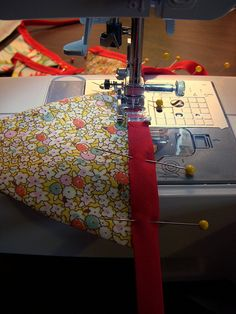 Making your own fabric bunting. Great tutorial