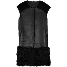 Karl Donoghue Shearling and leather gilet (2.780 BRL) ❤ liked on Polyvore featuring outerwear, vests, black, leather vest, leather waistcoat, sheep fur vest, genuine leather vest and leather shearling vest