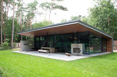 Deze OBLY Tour een relatief klein maar toch heel bijzonder huis midden in het bos door OttenvanEck architecten en vormgevers uit Haaren. Bureau met twee eigenaren, Christel van Eck en Rob Otten.