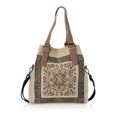 Practica, usor de purtat si perfect compartimentata, geanta Esprit de mari dimensiuni este must-have in dulapul tau in sezonul primavara-vara 2014.