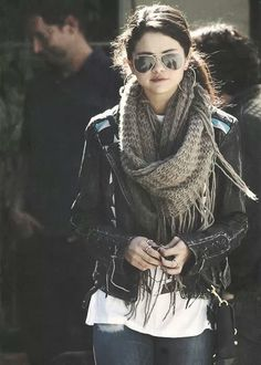 My style crush on Selena Gomez through her street style, red carpets and award show outfits Selena Gomez Fashion, Selena Gomez Outfits, Style Selena Gomez, Simple Winter Outfits, Winter Style, Looks Street Style, Casual Outfits, Fashion Outfits, Moda Online