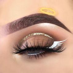 Engelsauge Make-up - Dress Models Eyeshadow Looks An. Engelsauge Make-up - Dress Models Eyeshadow Looks Angel Eye Makeup Crazy Eyeshadow, Eyeshadow Looks, Makeup Eyeshadow, Blue Eyeshadow, Dress Makeup, Costume Makeup, Party Makeup, Angel Halloween Makeup, Halloween Makeup Looks