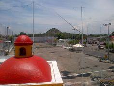 Perspectiva hacia la pirámide del Cerrito, Corregidora, Querétaro, México.