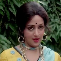 Hema Malini in Sharafat Chhod Di Maine Most Beautiful Bollywood Actress, Beautiful Indian Actress, Bollywood Cinema, Bollywood Stars, Hema Malini, Madhuri Dixit, Alia Bhatt, Indian Beauty, Indian Actresses