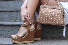 Sandália anabela na