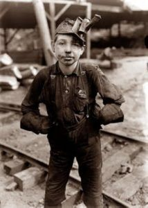 Lewis Wickes Hine, A young mine worker: Turkey Knob Coal Mine, Macdonald, West Virginia, 1908 So young to do such a hard job ~ Now days you would be reported to child labor American Honey A Country Girl Old Pictures, Old Photos, Lewis Wickes Hine, Fondation Cartier, Grandes Photos, Fotografia Social, Today In History, Coal Mining, Lewis Carroll
