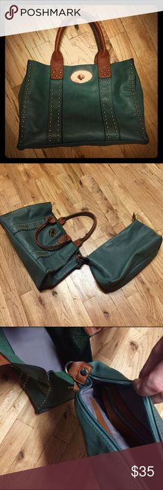 GREEN LEATHER BOUTIQUE HANDBAG 👜 Used for a week or two. Purchased at a boutique in Miami. 2 BAGS : Detachable bonus leather inside bag for a separate 2nd bag or keep inside (makeup, etc.). Your gain! Smoke-Free 🚭Home. Any ❓feel free to ask🌈 Boutique Bags