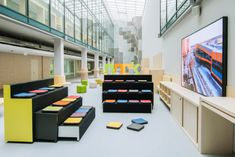 Martela designed the Engineering Branch of School located in Moscow, Russia. We wanted to design a school revolved around a pleasurable learning experience. Engineering Branches, Delaware City, Learning Spaces, Activity Centers, Primary School, Interior Design Inspiration, Activities For Kids, Homeschool, Cool Designs