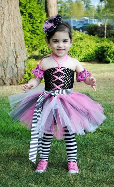 Wow! j'adore ce costume d'halloween!! Rose et Noir! un must hihi
