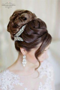 "This is what I DO NOT WANT!!!! Too ""prom-y"" looking. Vintage Bridal Hairstyles, Elegant Wedding Hairstyles, Hairstyles For Weddings, Classic Updo Hairstyles, Summer Wedding Hairstyles, Twisted Hairstyles, Hairstyles 2018, Brides Hairstyles Updo, Updos"