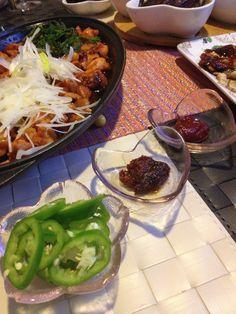 Korean spicy chicken + 雞軟骨 w onion slices, sisaw slices, 京䓤slices [fish 31] (chic cubes, chic soft bones, garlic, wine, Korean miso sauce / Korean pork BBQ sauce ==> set 1.5 hr==> onion, 京蔥、麻油煎==> a few chic broth ==> set ==> Korean spicy sauce , wine ==> fry)