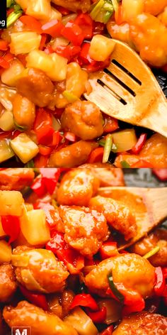 Super Easy Chinese Chicken Recipe - Sweet and Sour Chicken with Pineapple and Peppers. Recipes videos Sweet and Sour Chicken with Pineapple and Peppers Sweet And Sour Sauce Recipe Chinese, Sweet And Sour Prawns, Sweet N Sour Sauce Recipe, Recipe With Sweet Peppers, Easy Chinese Chicken Recipes, Asian Recipes, Easy Recipes, Pork Recipe Video, Sweet Fire Chicken