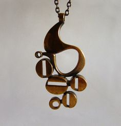 Mascara Jones - abstract finnish modernist necklace by Jorma Laine Modern Jewelry, Jewelry Art, Vintage Jewelry, Handmade Jewelry, Jewelry Design, 1950s Jewelry, Jewelry Ideas, Jewellery, Mixed Metal Jewelry