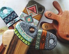 Wood Sticks, Painted Sticks, Wood Crafts, Diy And Crafts, Arts And Crafts, Wood Projects, Woodworking Projects, Aboriginal Painting, Plaster Art