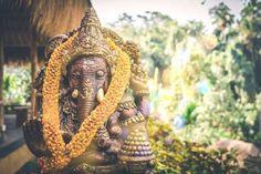 Mumbai is one of the best places to enjoy and celebrate the birth of elephant-headed God Ganesha. Ganesh Chaturthi of Mumbai is world-famous. Vinyasa Yoga, Denpasar, Ubud, Beste Reisezeit Thailand, Om Gam Ganapataye Namaha, Ganesh Chaturthi Images, Voyage Bali, Restorative Yoga Poses, Art And Craft Videos