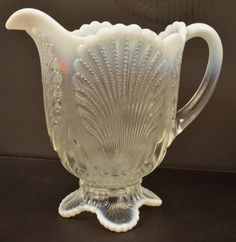 This is lovely! Cut Glass, Glass Art, Water Pitchers, Antique Glass, Antique Art, Milk Glass, Colored Glass, Vintage Items, Shells