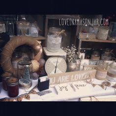 holiday craft fair display - loveinamasonjar.com