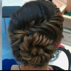 Beautiful formal braid. Wish I could do this to my hair!!