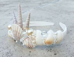 Seashell crown idea Best Picture For kids halloween snacks For Your Taste You are looking for someth Mermaid Crafts, Mermaid Diy, Seashell Crafts, Mermaid Crowns Diy, Mermaid Beach, Beach Crafts, Seashell Crown, Shell Crowns, Head Band