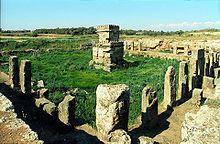 Sanctuaire d' Amrit  avec au centre une petite chapelle