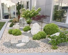 55 Beautiful Backyard Landscaping Along Fence Decoration Ideas - Home & Garden Rockery Garden, Dry Garden, Gravel Garden, Love Garden, Garden Stones, Xeriscaping, Landscaping Along Fence, Backyard Landscaping, Landscaping Ideas