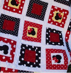Minnie Mouse Patch Quilt - baby / Crib size 36 x 54