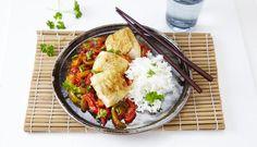 Torsk med sursøt saus og ris er en smakfull rett. I denne oppskriften kan du velge om du vil lage sausen selv eller kjøpe den ferdig i butikken.