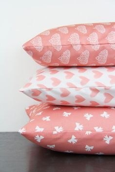 Random Bows on Coral Pink Peach Pattern Pillow Cover