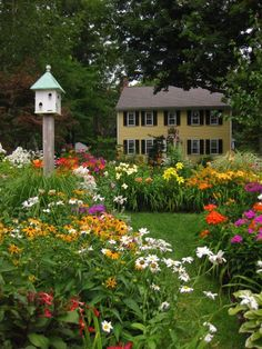 Old Fashion New England Garden~~This is the look I'm striving for but will never get here in Texas.  At least with my Missouri knowledge!