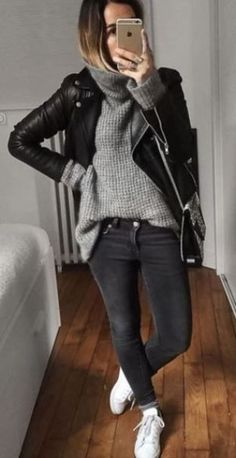 Beautiful Winter Outfits Ideas With Black Leather Jacket 27