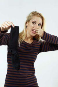 Wieso stinken Füße eigentlich und was kann man dagegen machen?