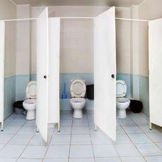 El extraño olor en los baños del Pare Vitoria. En  http://leyendasenalcoy.blogspot.com.es/