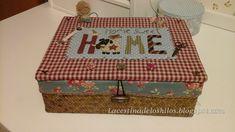 La cestina de los hilos: Mi nuevo costurero Sewing Box, Love Sewing, Country Crafts, Country Decor, Patch Bordado, Fabric Boxes, Decorative Storage, Quilted Bag, Covered Boxes