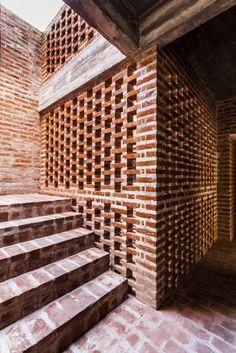 Gallery of OZ 3459 / estudiotrama + arqtipo - 13 Brick Cladding, Brick Facade, Facade House, Brick Architecture, Contemporary Architecture, Architecture Details, Design Exterior, Brick Design, Brick Building