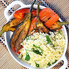 Berinjela e pimentão no missô com cuscuz marroquino (vegan)