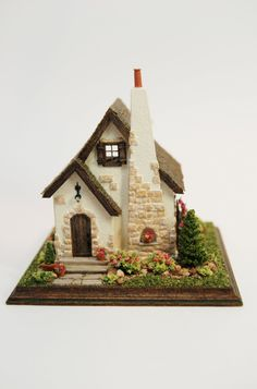 miniature cottage--so sweet!