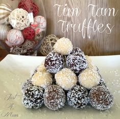 Just 2 ingredients in these divine Tim Tam Truffles. They are so delicious and versatile, make great gifts, especially at Christmas. Kiwi Recipes, Retro Recipes, Sweet Recipes, Easy Desserts, Delicious Desserts, Dessert Recipes, Baking Recipes, Xmas Food, Christmas Cooking
