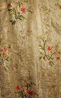 Robe à la Française Date: Culture: French Medium: silk, metal thread… 18th Century Dress, 18th Century Clothing, 18th Century Fashion, Vintage Gowns, Vintage Outfits, Vintage Fashion, Textile Design, Fabric Design, Floral Design
