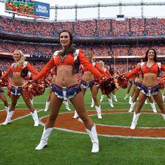 Denver Bronco Cheerleaders, Hot Cheerleaders, Denver Broncos, Professional Cheerleaders, Nfl Football Players, Cheerleading Pictures, Sport Girl, Female Athletes, Sexy Hot Girls