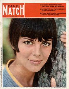 Mireille Mathieu en couverture de Paris Match n°905 de aout  1966