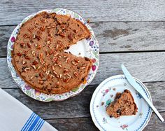 Apple, Pear and Raisin Cake: gluten free, vegan, dairy free - ears are a good source of complex carbohydrates. ), eating pears at night can help aid sleep. Gluten Free Desserts, Vegan Desserts, Raw Food Recipes, Sweet Recipes, Delicious Desserts, Dessert Recipes, Vegetarian Recipes, Raisin Cake, Deliciously Ella