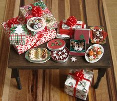 Christmas in Miniature - Present Table in polymer clay, via Flickr.