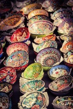 Home Decorating Ideas Bohemian ☮ American Hippie Bohéme Boho Lifestyle ☮ Bowls Bohemian Kitchen, Bohemian Decor, Bohemian Style, Hippie Boho, Gypsy Decor, Bohemian Fashion, Gypsy Style, Boho Gypsy, Boho Lifestyle